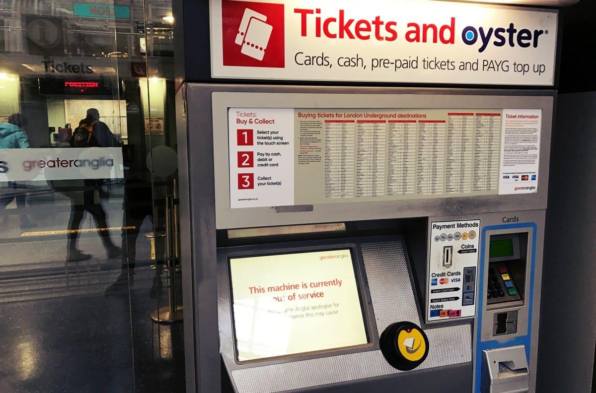 An so einen oder ähnlichen Automaten der National Rail (nicht Underground!) musst Du Deine Travelcard kaufen, wenn Du das 2for1 Offer in Anspruch nehmen möchtest