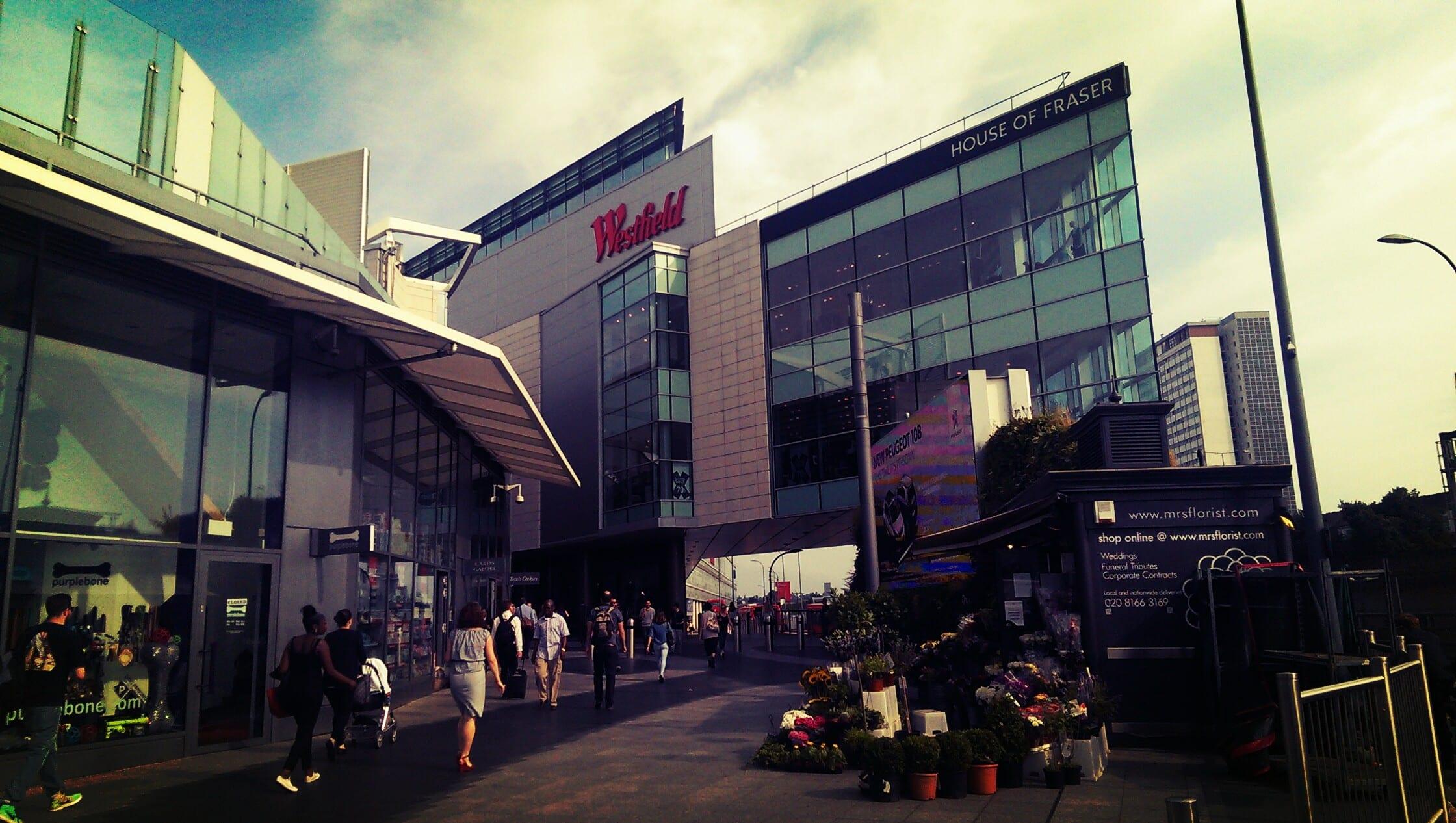 Das Westfield London ist eines der größten und spektakulärsten Einkaufszentren der Stadt