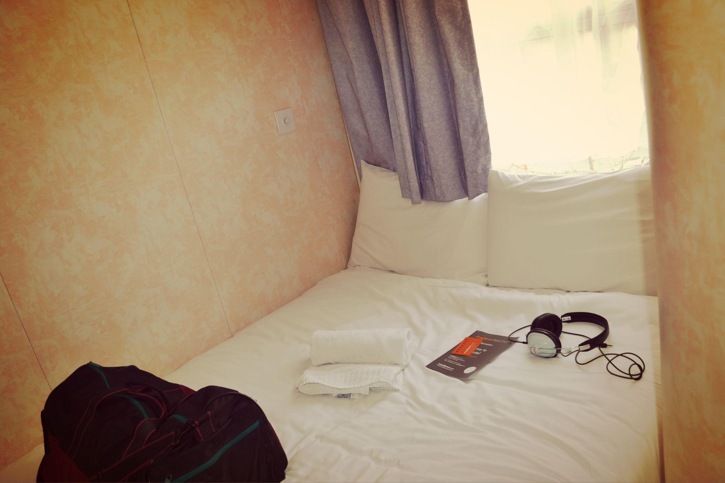 Das Bett ist gemütlich und bietet ausrechend Platz für 2 Personen.