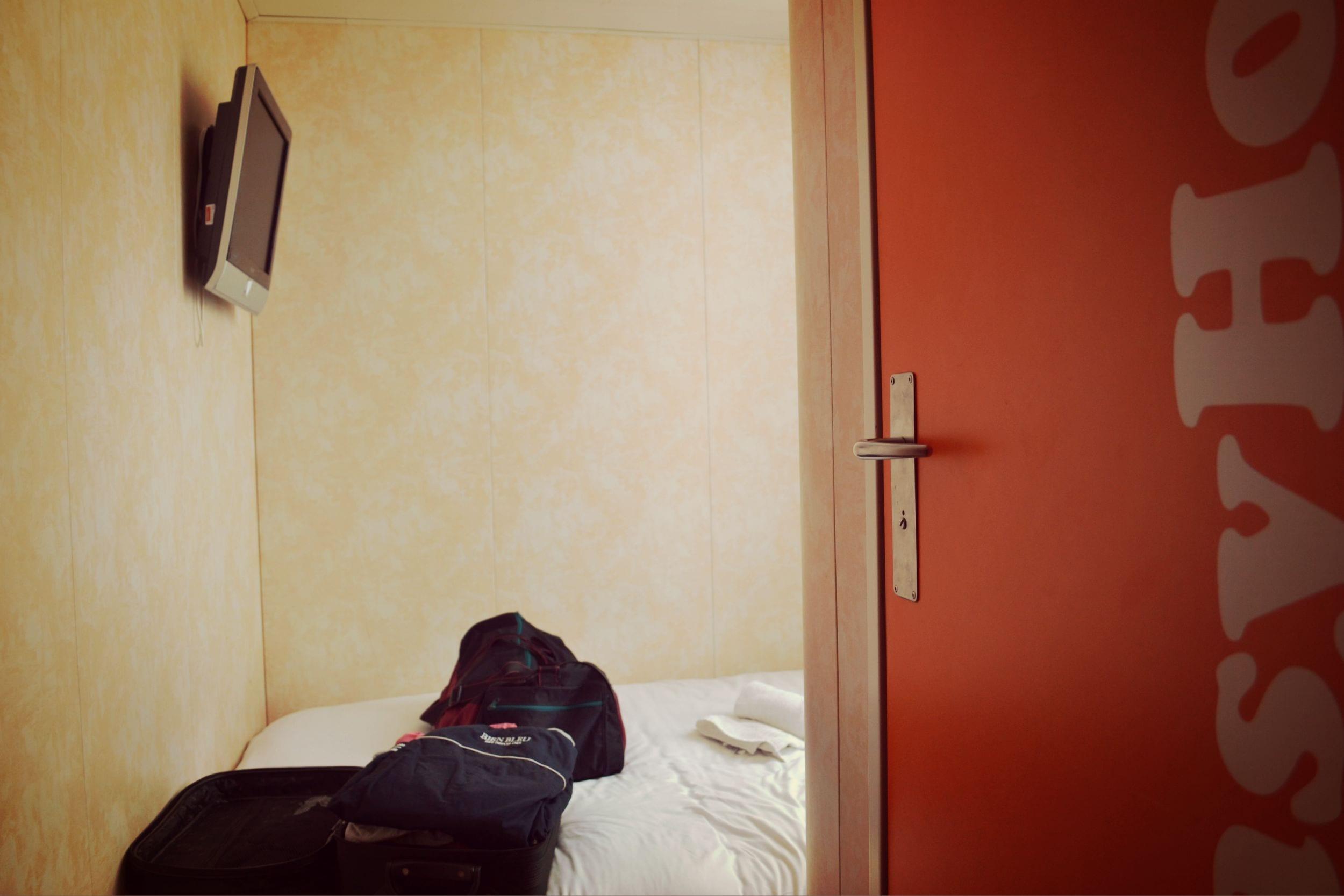 Das Zimmer des Easyhotels erfüllt seinen Zweck und ist dabei sauber und gemütlich