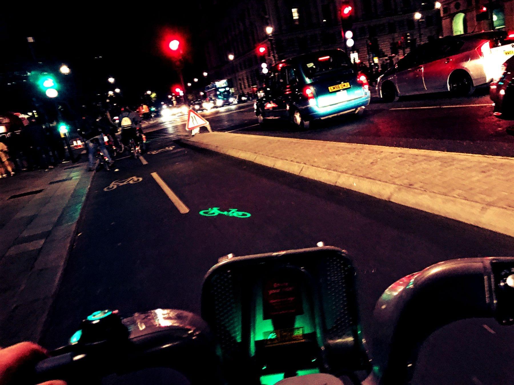 Die Fahrräder haben ausreichend Licht, sodass man auch im Dunkeln durch London fahren kann!