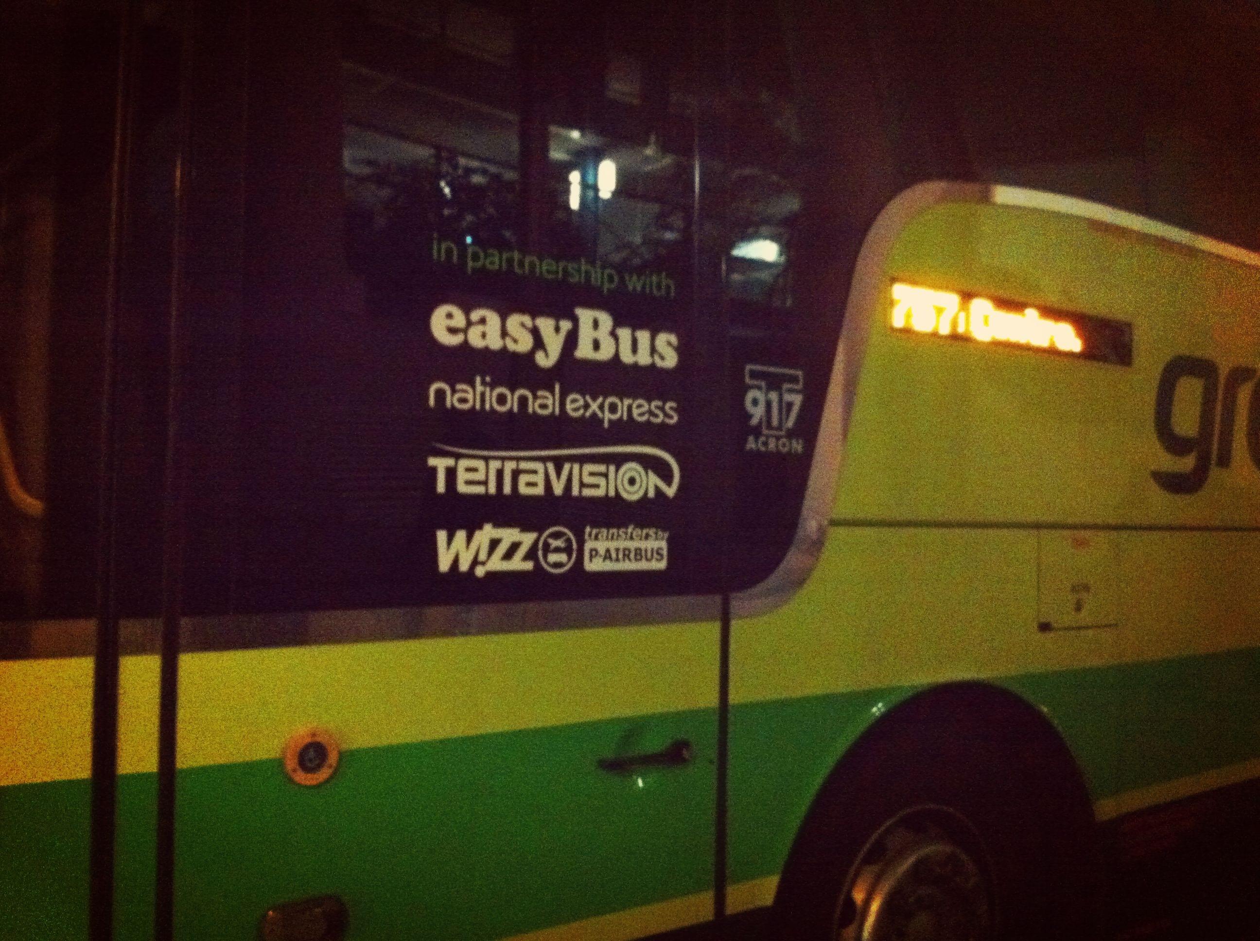 Der Easybus fährt mehrmals pro Stunde von Gatwick nach London zum günstigen Preis