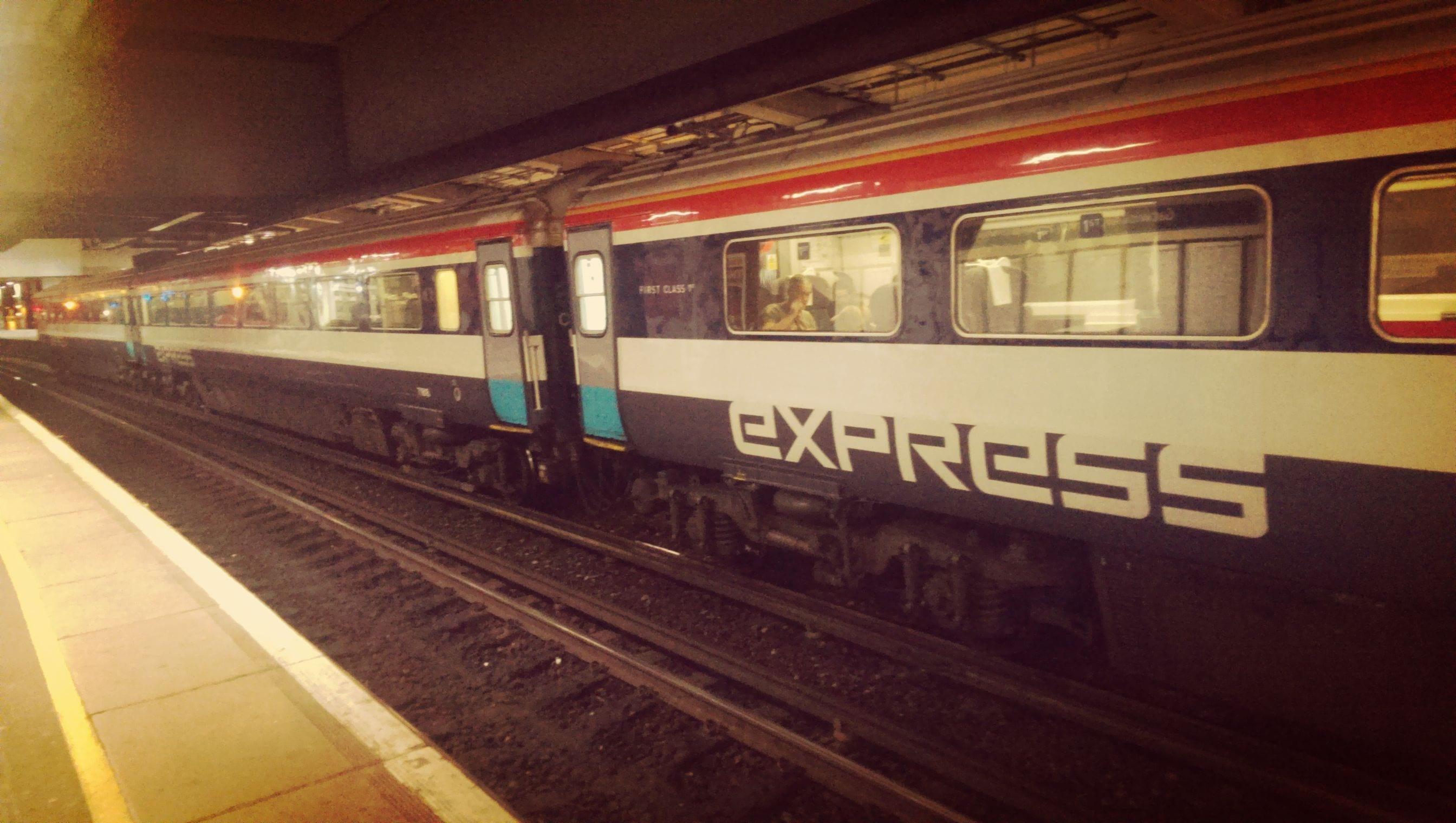 Der Gatwick Express braucht nur 30 Minuten im Schnitt nach London Victoria