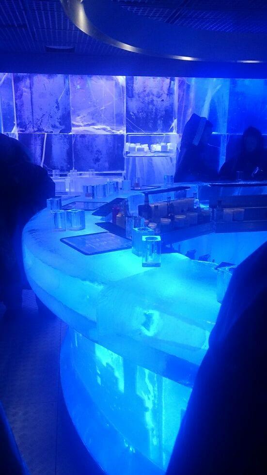 Tolle Lichter setzen das Eis der Icebar in Szene