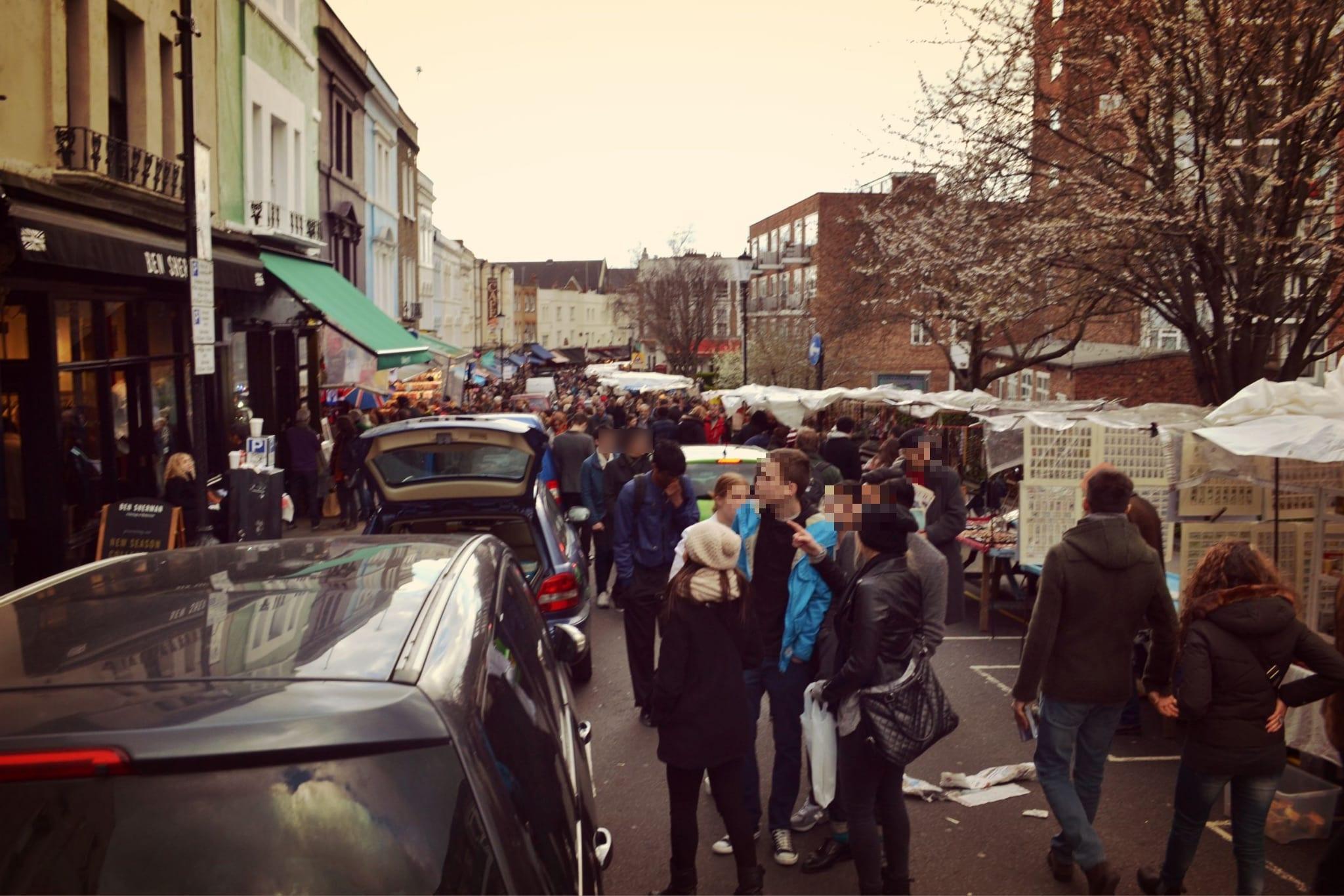 Der Portobello Road Market lockt samstags viele Menschen an
