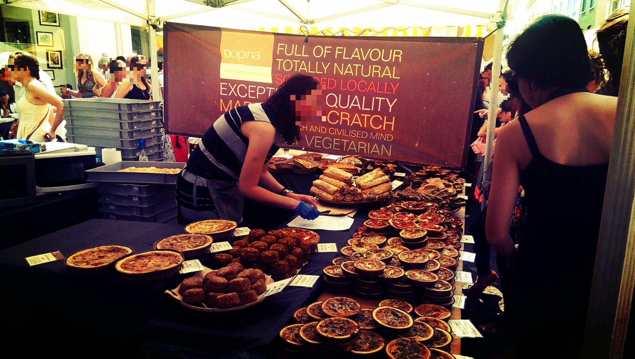 Du findest auf dem Markt eine Menge leckerer Snacks wie z.B. Gebäck