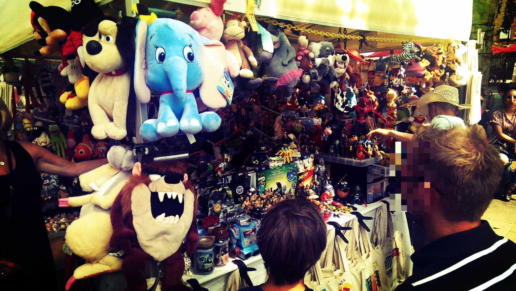 Auch die Kinder kommen nicht zu kurz: Ein Händler für Spielzeug