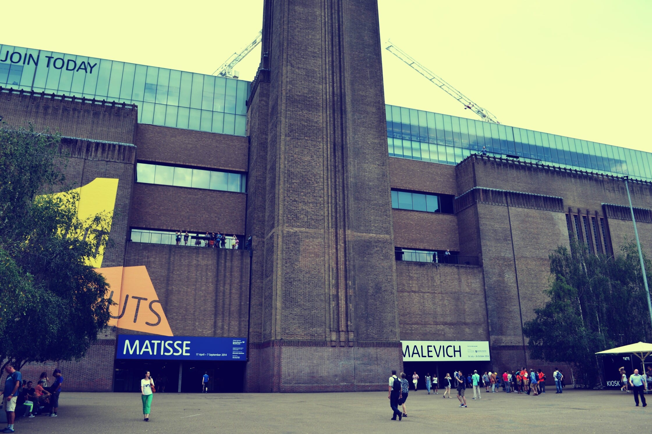 Das Gebäude des Tate Modern im Backstein-Look