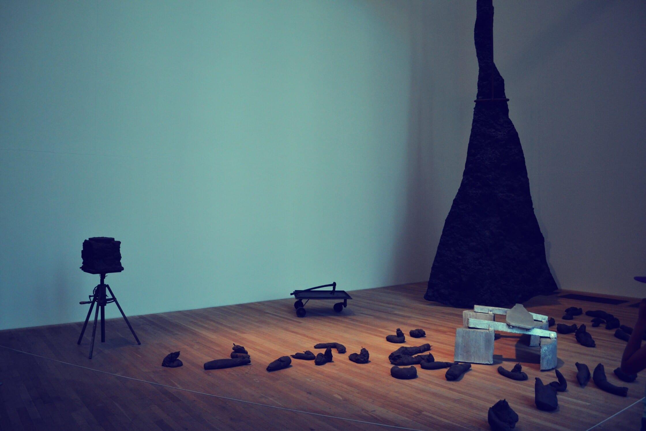 Teilweise sehr abstrakte Kunst wartet auf die Besucher
