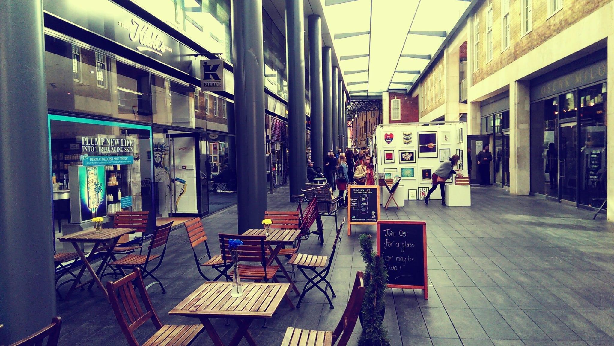 Der Markt ist umgeben von vielen leckeren und gemütlichen Restaurants sowie kleinen Läden