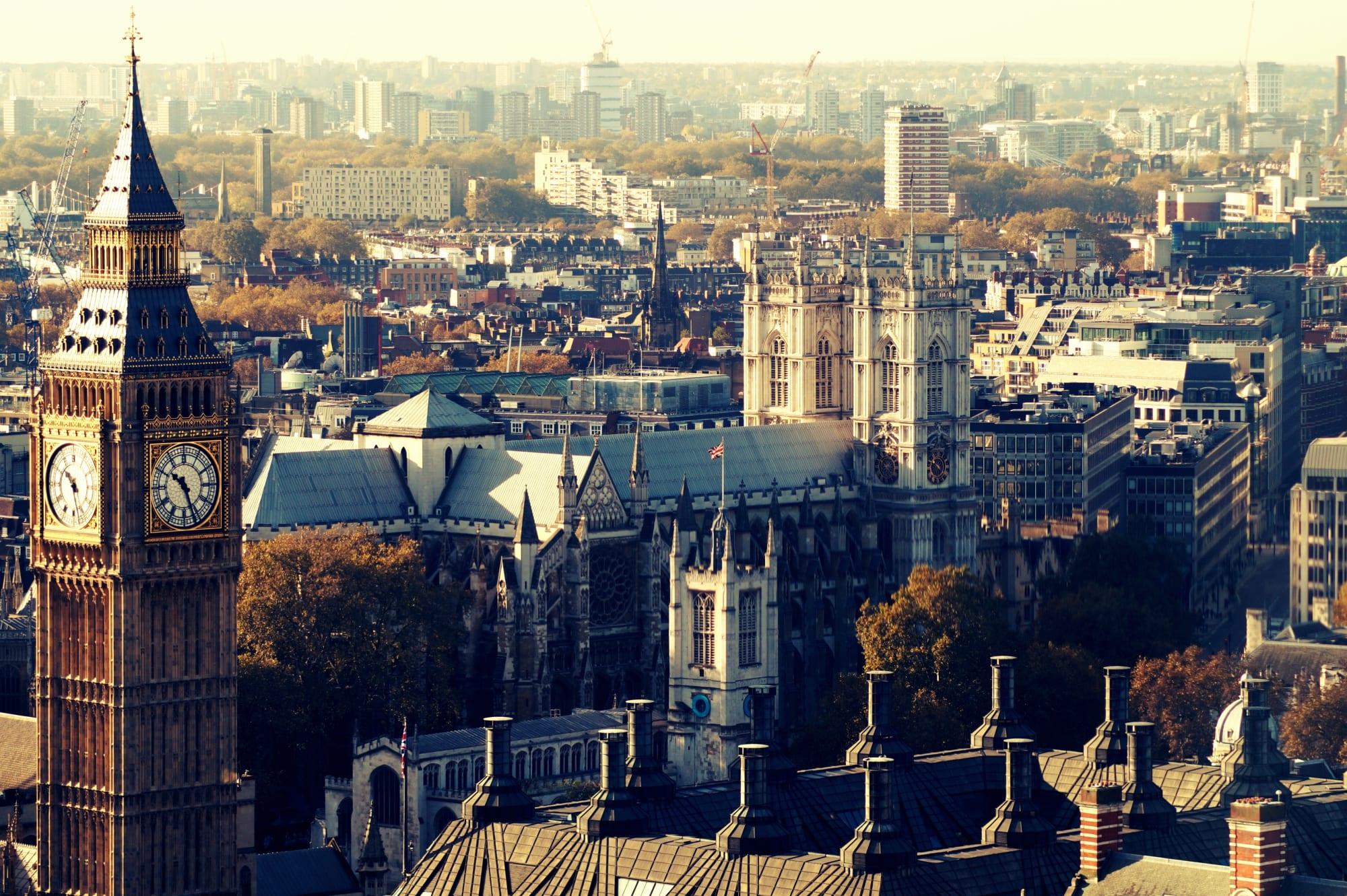 Der Blick vom London Eye auf den Big Ben und Westminster Abbey