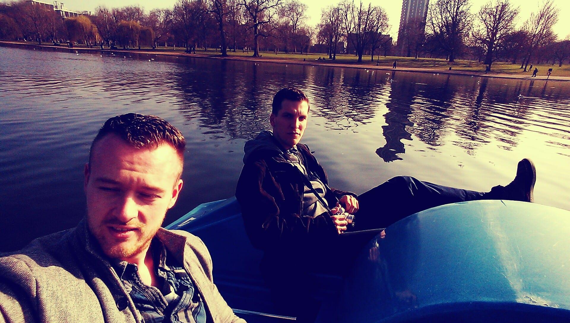 """Ich und Jorma beim """"Cruisen"""" auf dem See im Hyde Park"""