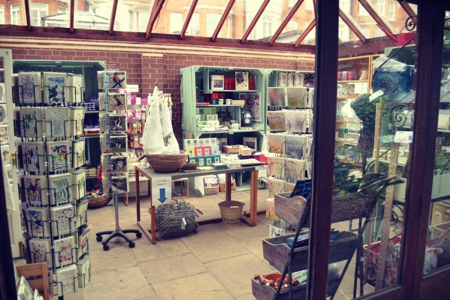 Der kleine aber feine Shop des Chelsea Physik Garden. Mein Tipp: Samen aus dem Garten!