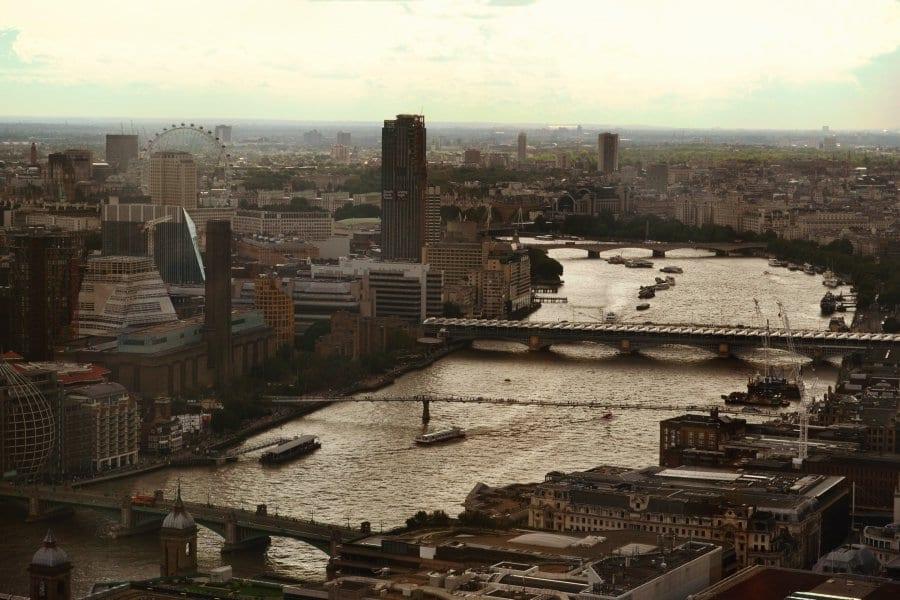 Der Ausblick vom Sykgarden auf das London Eye und die Themse