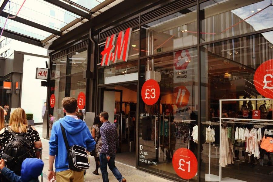 Hier ist immer Sale! H&M im Designer Outlet London.