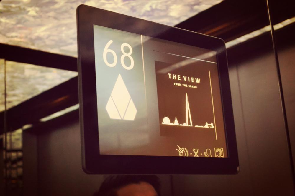 Mit dem Fahrstuhl geht es in Sekunden hoch hinaus.