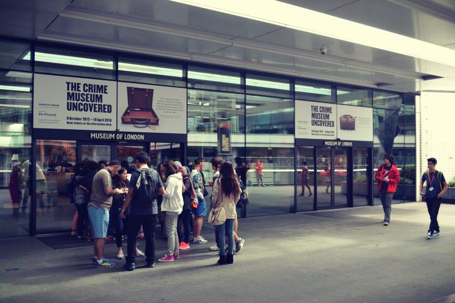Der Eingang des Museums of London lässt gar nicht auf eine so tolle und umfangreiche Ausstellung vermuten