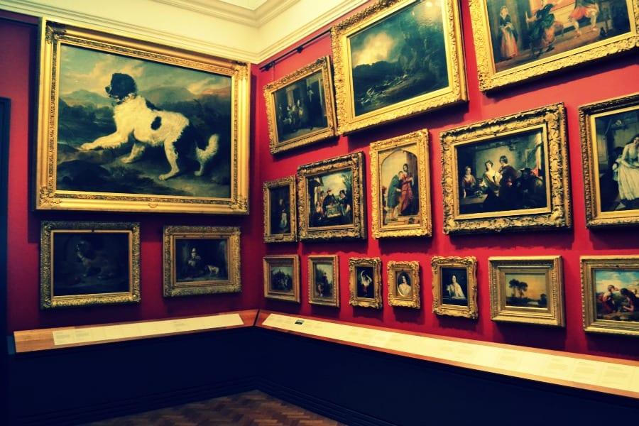 Im V&A Museum erwarten Dich viele Gemälde unterschiedlichster Kunstrichtungen