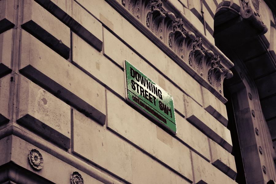 Das Strassenschild der Downing Street