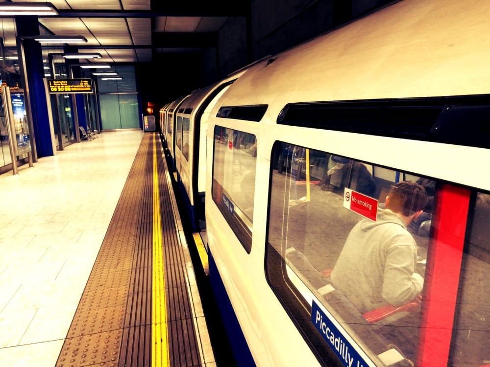 Mit der Underground in weniger als einer Stunde von Heathrow nach London City