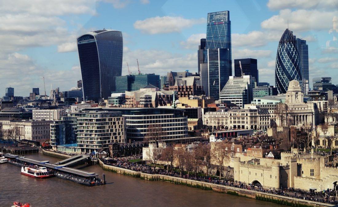 """Der Ausblick von der Tower Bridge auf den Tower auf London und die """"Gurke"""""""