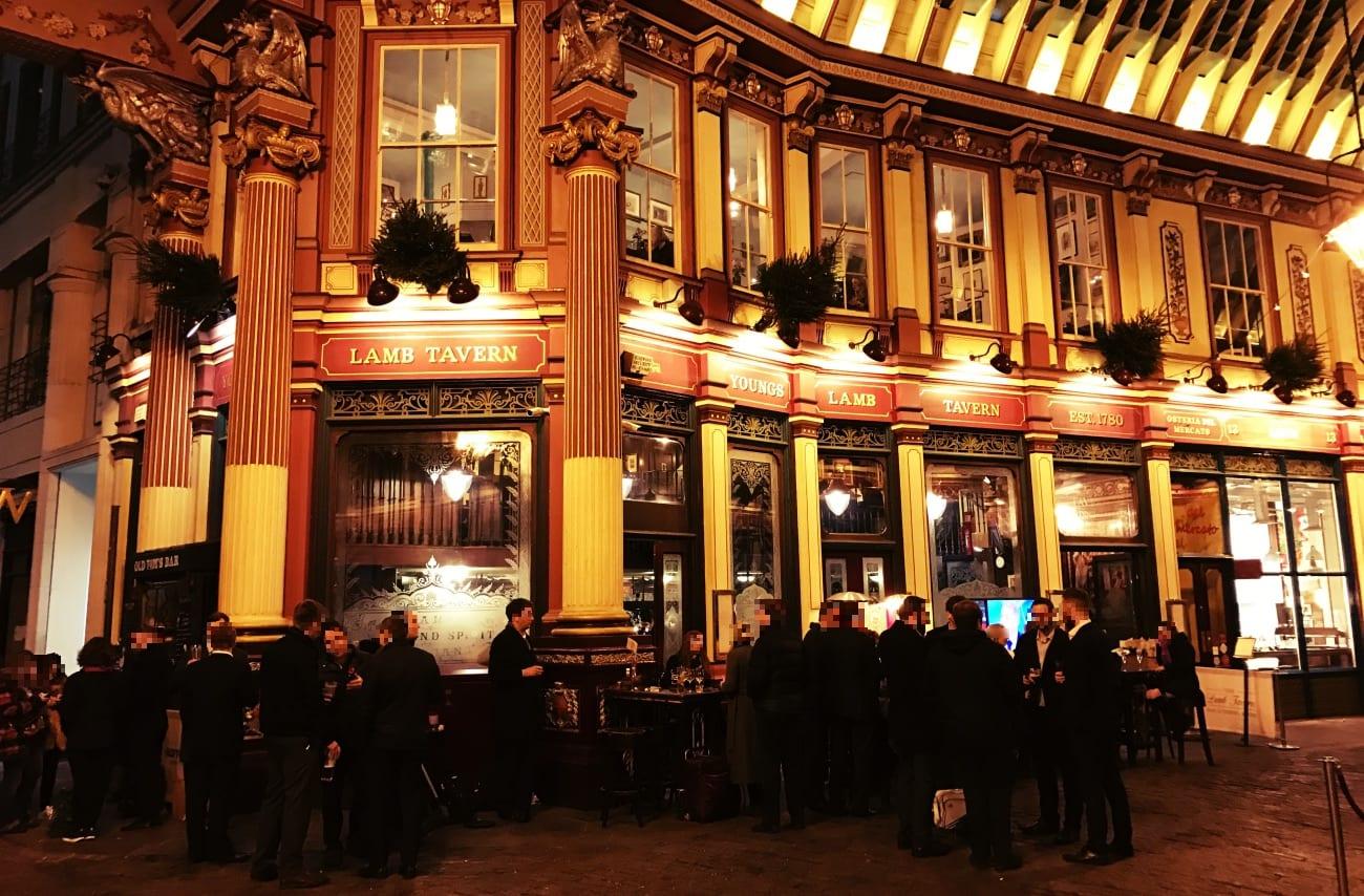 Am Abend kann man hier gut mal in einen der Pubs gehen und in angenehmer Atmosphäre ein Bier trinken!