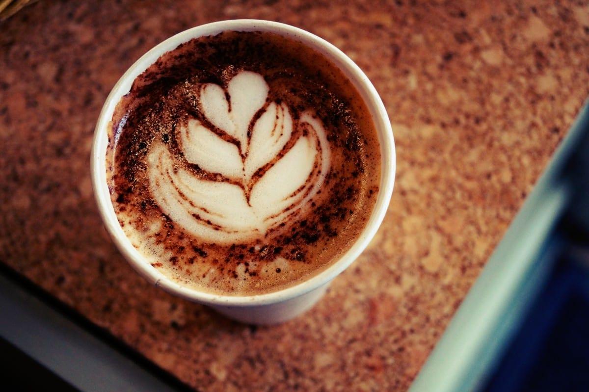 Ein Kaffee auf einem Café in der Columbia Road