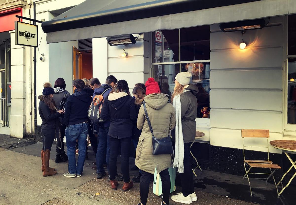 The Breakfast Club ist in London so beliebt, dass sich die Menschen hierfür sogar anstellen