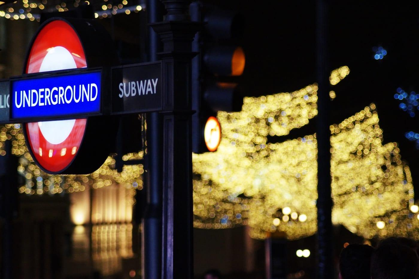 weihnachtslichter-london-11-underground