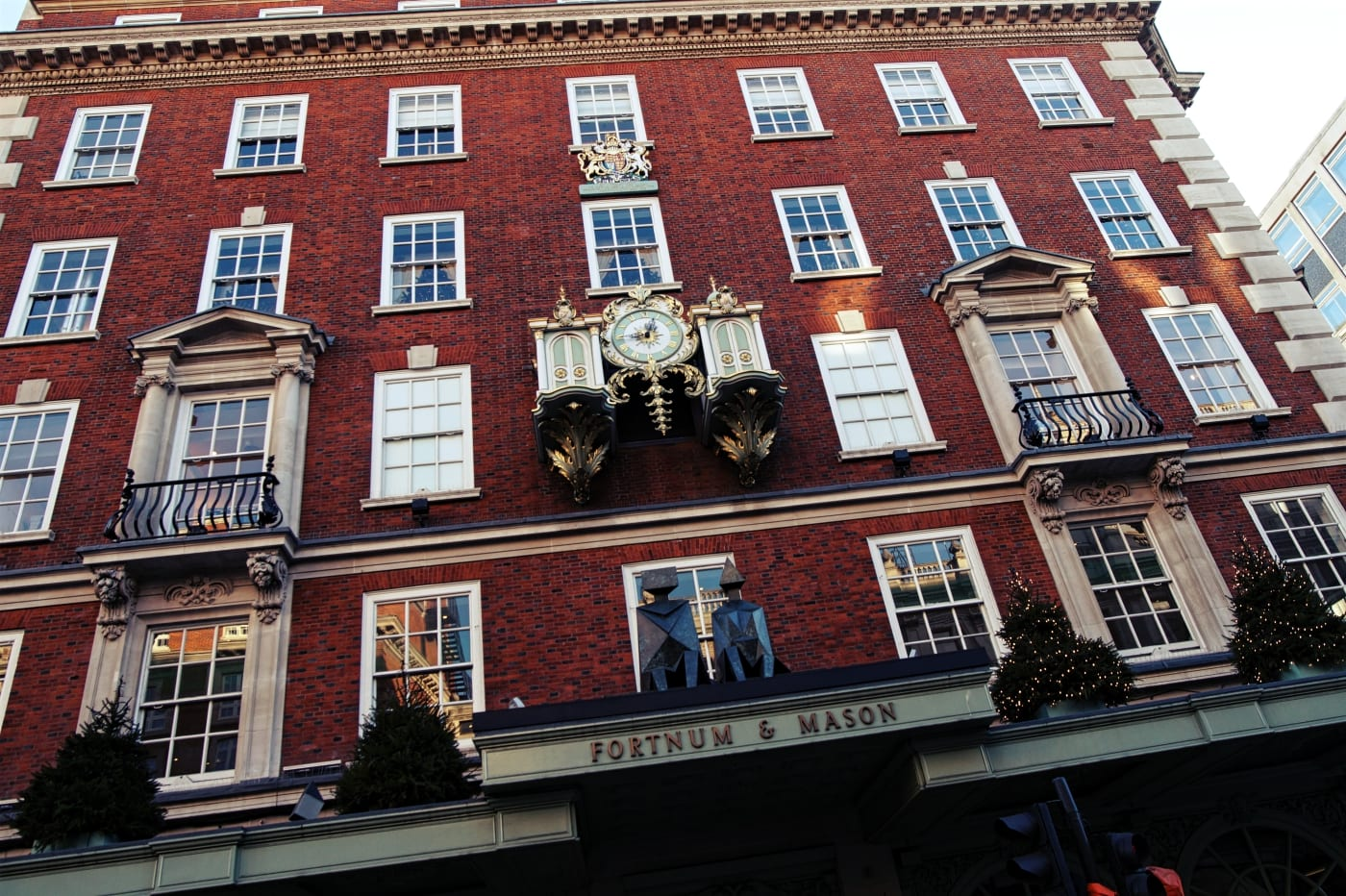 Die berühmte Uhr an der Fassade.