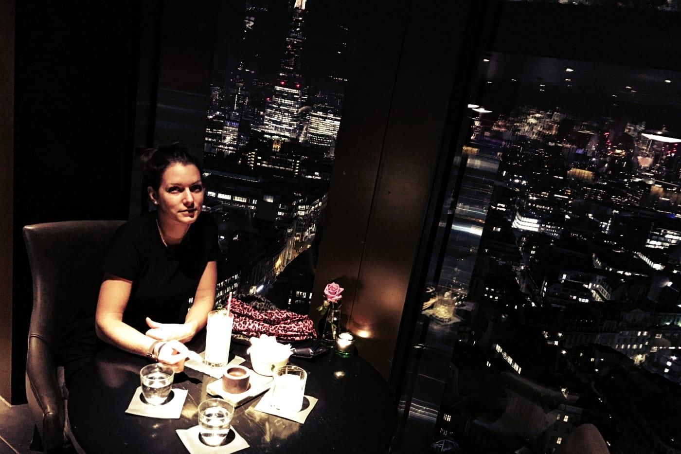 city-social-bar-london-tisch