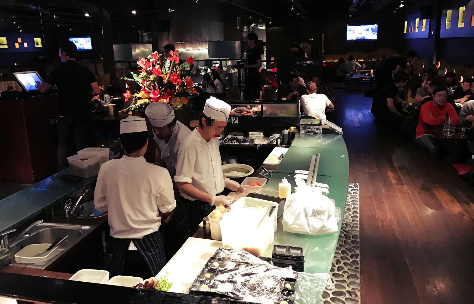 Den Sushi Meistern kann man auch über die Schulter gucken!