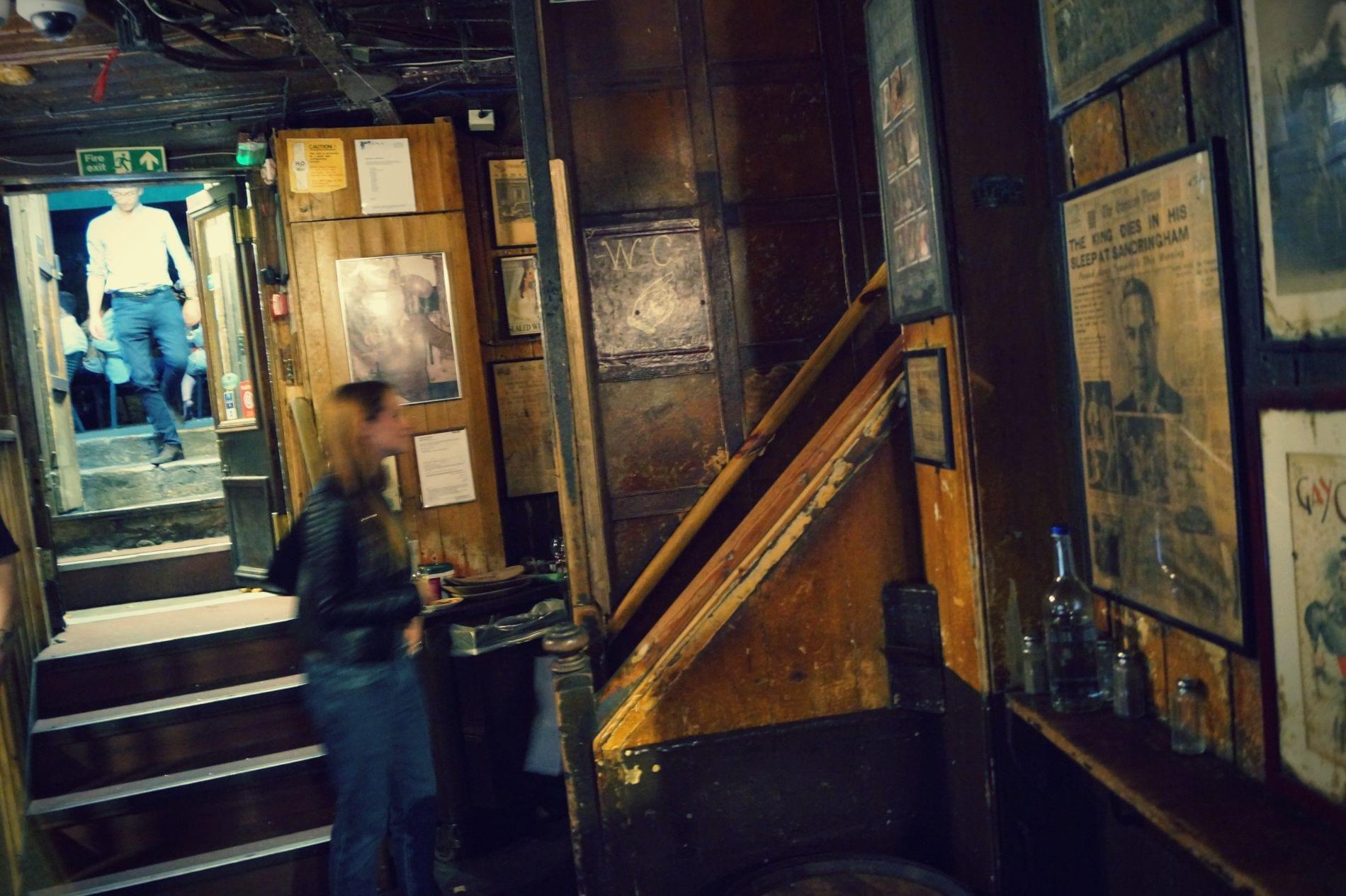 Gordon\'s Wine Bar – gemütliche Weinbar mit Terrasse - Londonblogger.de