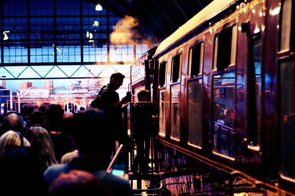 Alle eingestiegen - man kann wirklich in den Zug!