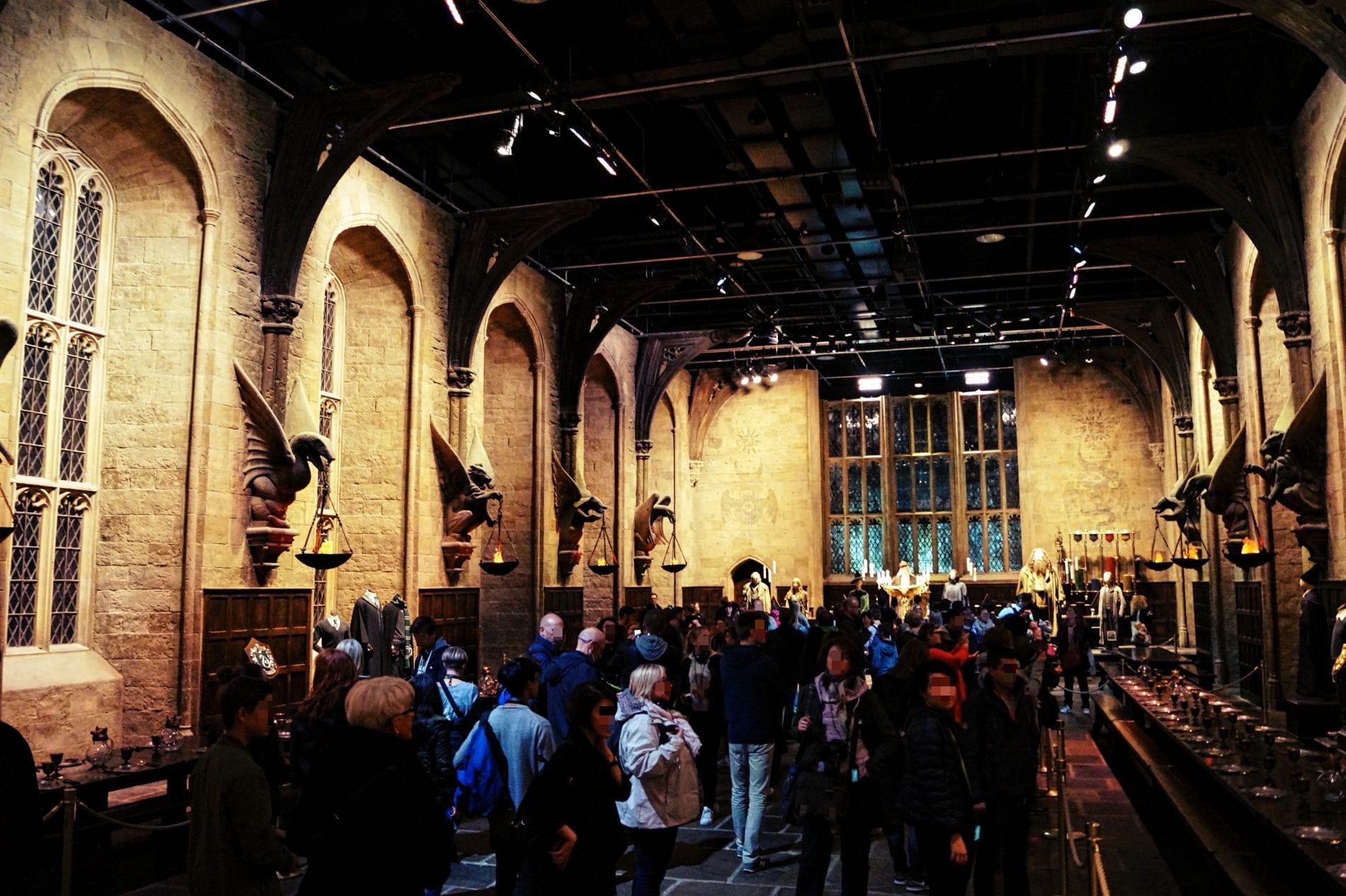 Eine der ersten Stationen der Harry Potter Studio Tour: der Hogwarts Speisesaal. Toll!