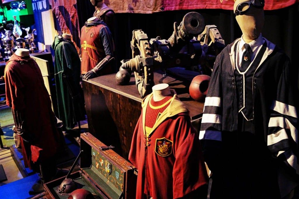 Auch Quidditch Kostüme und Spielausrüstung dürfen nicht fehlen