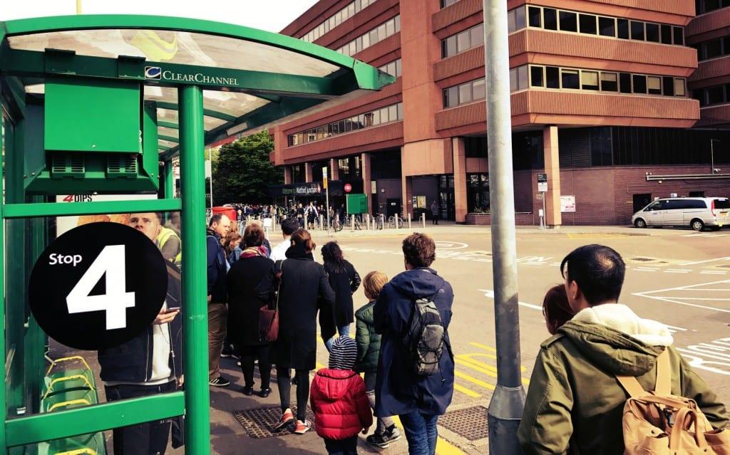Vom Bus Stop 4 am Watford Junction Bahnhof geht es dann mit dem Shuttle Bus zu den Studios
