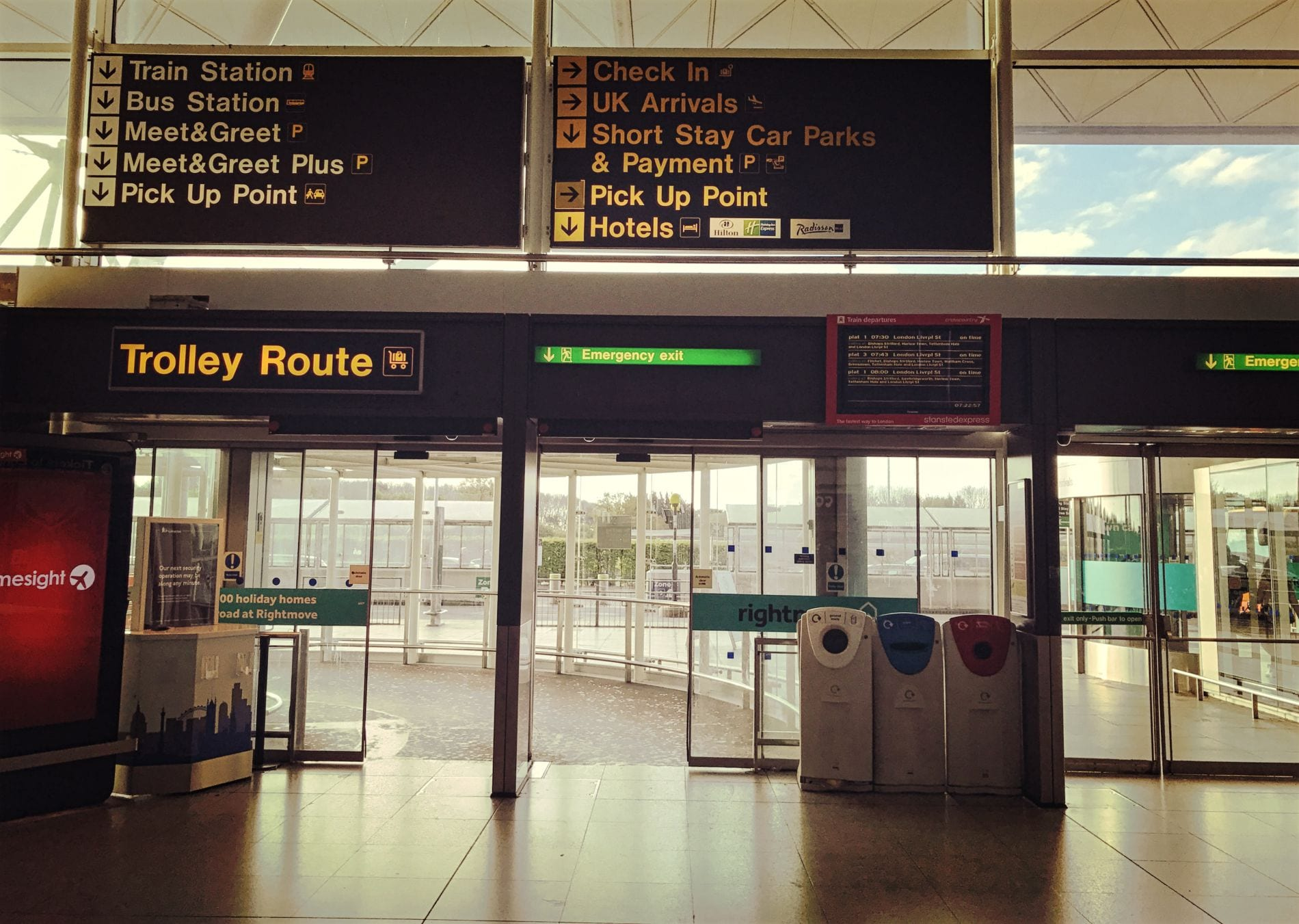 bus-station-stansted-airport